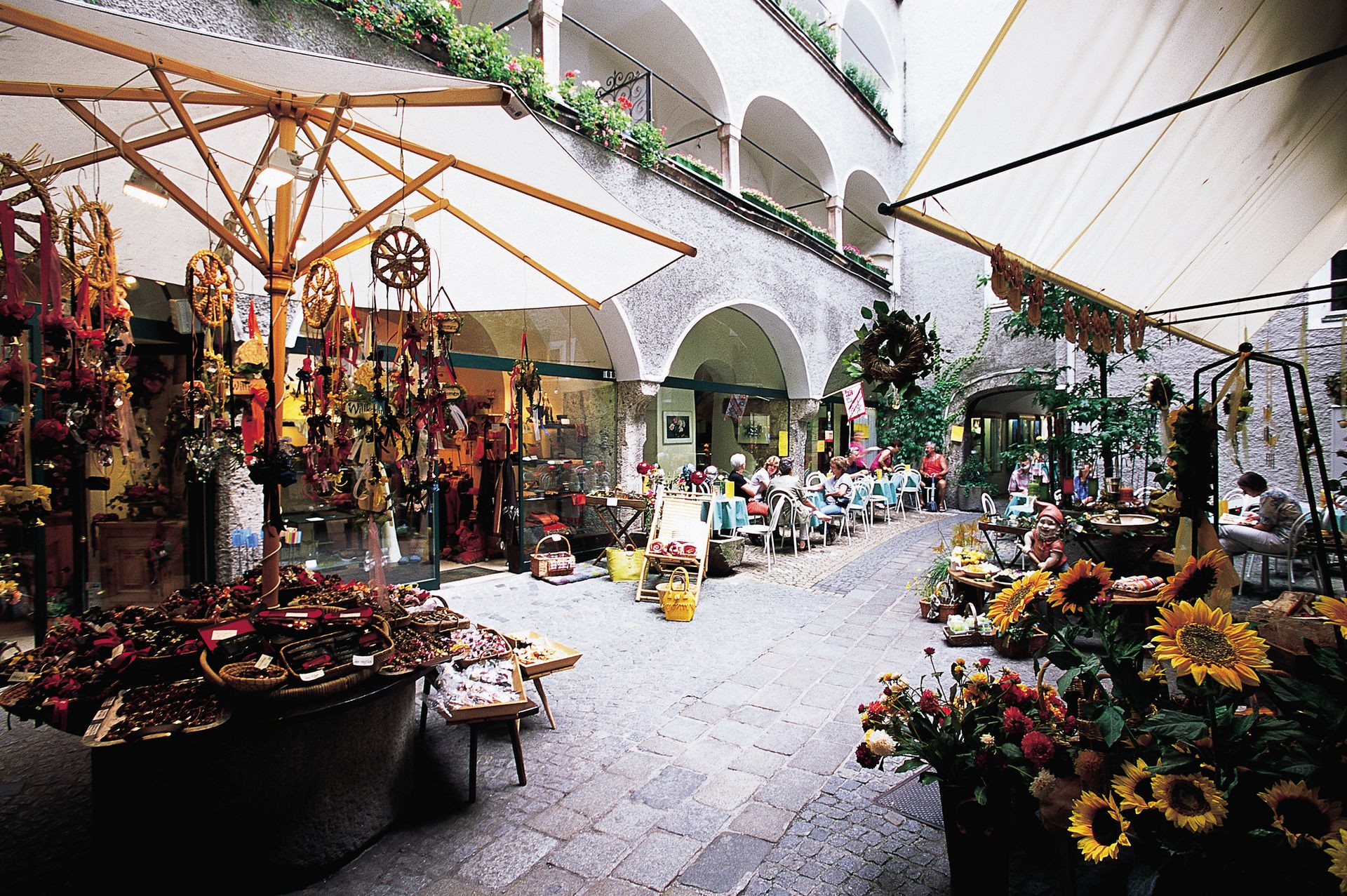 super popular 3dfa9 32729 Shopping in Salzburg: boutiques and shops in the old town